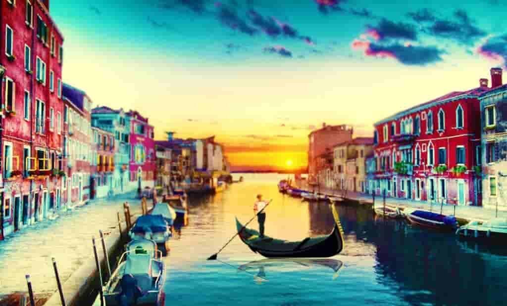 Уголок Венеции с домами, каналами и гондолами